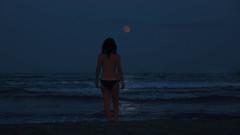 Portrait in the Moon (llambreig) Tags: porcarnet castelló païsoscatalans moon girl lluna dona sea mar nit night horizon horitzó