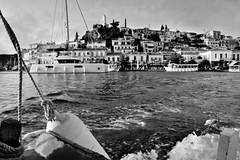 Poros (Love me tender ♪¸.•*´¨´¨*•.♪¸.•*´) Tags: poros island saronic sea seascape onboard summer sunset purple architecture waves landscape greece dimitrakirgiannaki photography nikond3100 blackandwhite
