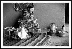 Tea Serving (jose_miguel) Tags: jose miguel españa espagne spain marruecos maroc morocco té tea thé tradición tradition hospitalidad hospitality hospitalité ourika blancoynegro blanco negro bw byn nb black white blanc noir mujer woman femme islam muslim musulman musulmán muslims rigotag bestportraitsaoi