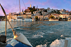 Poros (Love me tender ♪¸.•*´¨´¨*•.♪¸.•*´) Tags: poros island saronic sea seascape onboard summer sunset purple architecture waves landscape greece dimitrakirgiannaki photography nikond3100