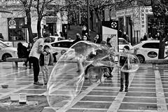 Town Square (KRAMEN) Tags: granada centre bn bw plaza square rue people gente niños bubbles burbujas