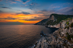 01_7 klein  (1 von 1) (Thomas Weiler Fotografie) Tags: sunset dusk reflections water sky sea ocean clouds sun italy travel laspezia portovenere wideangle rocks cliff landscape nature seascape cloudscape hills goldenhour birds paradisiac thomasweilerfotografie weitwinkel sonnenuntergang natur italien mittelmeer spiegelungen malerisch elitegalleryaoi bestcapturesaoi aoi