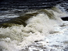 Waves aplenty at Earnse Bay (billnbenj) Tags: barrow cumbria walneyisland earnsebay hightide 10metretide waves surf spray