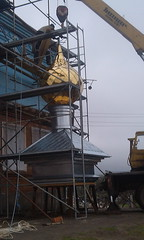 03. Поднятие купола с крестом в с. Никольское 14.04.2014