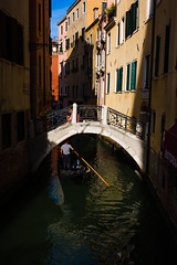 Venice, Italy. (suebr) Tags: venezia italia été tourisme venise ville voyage italie august 2019 summicrontl23mmf2asph leicacldigital leica tourism travel summer europe italy venice architecture canal city italian street rue gondola gondole gondolier shadows water daylight