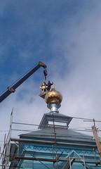 08. Поднятие купола с крестом в с. Никольское 14.04.2014