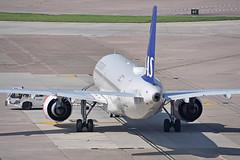 Push-back: SK4608 MAN-OSL (A380spotter) Tags: departure pushback groundsupportequipmentgse tug tractor aircrafttractor tld aviator airbus a320 200n a320neo™ newengineoption cfminternational cfmi leap leap1a leap1a26 turbofan engine powerplant sharklets™ sharklets sharklet™ sharklet wingtipdevices wingtipdevice winglets winglet eisia ulvviking sasscandinavianairlinesirelandltd szs sasscandinavianairlines sas sk sk4608 manosl gate24 24 pierc terminal1 one multistoreycarpark mscp manchesterinternational ringway manchesterairportsgroup mag egcc man
