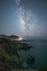 Stars at Coastline (Jaykhuang) Tags: milkyway coastline ruggetcoast bigsur highway1 california laborday longweekend jayhuangphotography carlighttrail