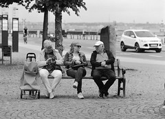 Familieråd (LarsHolte) Tags: pentax 645 pentax645 645n 6x45 smcpentaxfa 200mm f40 120 film 120film analog analogue foma fomapan fomapan100 100iso rodinal aph09 mediumformat blackandwhite classicblackwhite bw monochrome filmforever filmphotography ishootfilm larsholte homeprocessing helsingør elsinore denmark danmark street family bench