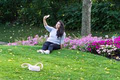190830 Jardin Botanique Montréal -  Montreal Botanical Garden  -7835 (Serge Léonard) Tags: botanicalgardenofmontreal jardinbotaniquedemontréal montréalcity transport villedemontéal avion cellulaire humain
