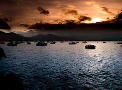 A arte natural. (giovanichagas) Tags: natureza mar oceano nuvens sol laranja pôrdosol