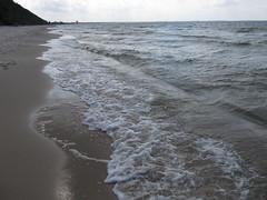 Międzyzdroje (kachigarasu PL (busy)) Tags: poland landscape beach zachodniopomorskie baltic sea ポーランド バルト海 風景 海 西ポモージェ seascape polska westpomeranianvoivodeship westpomeraniaprovince westpomerania balticsea takenbynr waves wave canonpowershotsx130is międzyzdroje misdroy ミェンヅィズドロイェ polen pier molo morze sand shore