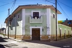 Una esquina en Yunguyo (Gaby Fil Φ) Tags: perú sudamérica latinoamérica yunguyo provinciadeyunguyo puno departamentodepuno surdelperú surdeltiticaca américadelsur ciudadesdelperú arquitectura
