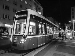 _9012071-B_fl - :-( (gemischtersatz) Tags: favoritenstrase favoriten wienx österreich austria mirrorless mft olympus mzuiko olympusem10iii mzuiko1240mmf28pro 67er strasenbahn viennabw noiretblanc
