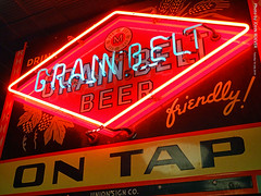 Grain Belt Beer neon sign, 16 July 2019 (photography.by.ROEVER) Tags: minnesota 2019 july july2019 vacation roadtrip 2019vacation 2019roadtrip minnesota2019roadtrip minnesota2019vacation duluth stlouiscounty canalpark grandmas grandmassaloongrill sign neonsign grainbeltbeerneonsign interior grainbeltbeerontap usa
