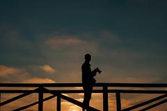 Silhouette... (hobbit68) Tags: fujifilm xt2 sun holiday silhouette sky sonne sonnenschein sunset sommer strand sonnenuntergang sunshine spanien summer steg spain sand schatten shadows himmel clouds wolken people menschen andalusien andalucia urlaub beach playa atlantik meer fotograf