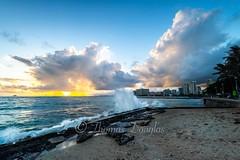 Sunset Waikiki Hawaii (600tom) Tags: orange nikon holidays bay colourfull splash waves sunset waikiki hawaii