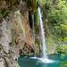 Nahaufnahme von kleinem Wasserfall im Nationalpark Plitvicer Seen, Kroatien