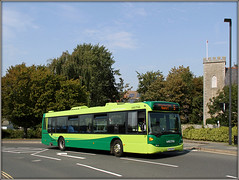 Southern Vectis 2007 (HF58 HTO) (Jason 87030) Tags: church eastcowes road hill 5 newport vectis southern goahead green bus attempt sky light luck success wheels omnicity scania service roue finally inthebag