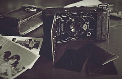 Memories... (esterc1) Tags: stilllife crazytuesday cámara antiguo vintage agfa recuerdos fotografía