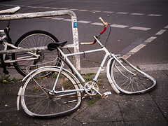 20190901-012 (sulamith.sallmann) Tags: fahrzeug verkehr defekt fahrrad kaputt rad zerstört zweirad sulamithsallmann
