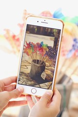 LVM: Algo que se mueve con el viento (AriCatalán) Tags: molinilloviento lvm jackierueda viento colores movil bokeh phone cellphone celular telefono