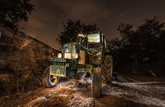 Lightpainting viejo tractor. (Ricardo Pallejá) Tags: lightroom lighpainting light luces longexposure largaexposición lost d500 decay nikon nocturna night noche tokina1116 ledlenser maglite abandono antiguo abandoned urbana urban urbanexploration urbex urbandecay urbanphotography ruinas rural tractor johndeere
