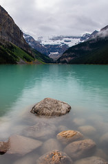 Lake Louise (Pieter De Vriendt) Tags: banff therockies lake water rocks lakelouise canada