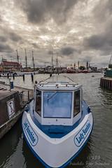 Lady Sunshine (Friedels Foto Freuden) Tags: bremerhaven neuerhafen ladysunshine schiff wolken clouds canond80