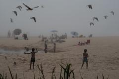 Playa America 2 (-Mnolo-) Tags: playa beach nigrán niños boys gaviotas seagulls