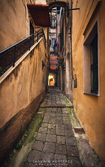 Italie Ruellle (Thaurin Geoffrey Photographie) Tags: italie italy italia ruelle rue city cityscape ville vieille paysage landscape sombre interdit seul solo alone sony me amateur france a7ii