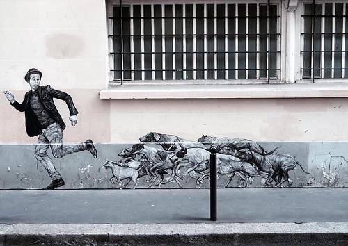 Pasted paper by Levalet [Paris 11e]