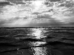 iph8036 (gzammarchi) Tags: italia paesaggio natura mare ravenna casalborsetti nuvola sole onda bn