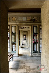 Urnen Gang (Martin_Feller) Tags: grab friedhof berlin ruhestätte tod rip ruheinfrieden urne urnen gang wilmersdorf
