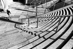 Jeux d'ombres // Shadow effects (erichudson78) Tags: france iledefrance hautsdeseine ladéfense paysageurbain urbanlandscape nb bw noiretblanc blackandwhite femme woman escaliers stairs ombres shadows canoneos6d lignes lines absoluteblackandwhite