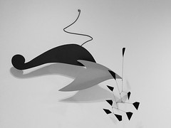 Calder. Fishy. 1962 (sftrajan) Tags: exhibit sfmoma 2019 mobile americanart sanfrancisco museum museo california blackandwhite alexandercalder bw
