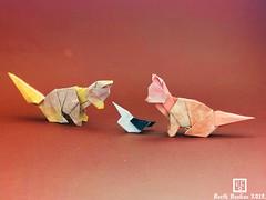 Curiosity Sitting Toys Spitz - Barth Dunkan. (Magic Fingaz) Tags: anjing barthdunkan chien chó dog hond hund köpek origami paperfolding perro pies пас пес собака หมา 개 犬 狗 mfpp ecorigami origamidog