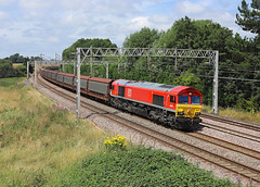 66077, Heamies Farm, 24 July 2019 (Mr Joseph Bloggs) Tags: bahn railway railroad zug vlak train treno 66 077 66077 emd electro motive division jt42cwr norton bridge heamies farm