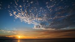 Sunset (Thomas Retterath) Tags: 2018 blau blue gelb yellow orange rot red natur nature horizont sky himmel horizon ozean meer ocean sonnenstrahlen sun sonne sunrays sundown sonnenuntergang sunset wolken clouds kapstadt capetown südafrika africa afrika campsbay thomasretterath