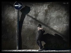 Contracorriente (Marco . Vite) Tags: niño contracorriente countercorrent contrecourent crosscurrent bambino enfant pared wall