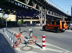 Means fo transport (Ernst-Jan de Vries) Tags: mobike deezer fahrrad rad bike bicycle bikesharing fiets orange orangje geländewagen gclass g63 mercedesbenz berlin germany deutschland gleisdreieck nextbike 120 645 analoog analog analogue middenformaat mittelformat mediumformat film c41 fuji fujifilm 160ns fujicolor