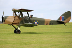 G-BLUZ (GH@BHD) Tags: gbluz lf858 dehavilland dh82 dh82a dh82b tigermoth queenbee raf royalairforce military trainer biplane vintage historicaircraft aircraft aviation laa laarally laarally2019 sywellairfield sywell