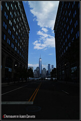 ONE WORLD TRADE CENTER. NEW YORK CITY. (ALBERTO CERVANTES PHOTOGRAPHY) Tags: oneworldtradecenter wtc manhattan lowermanhattan lower nyc usa newyork sky skyline skyscraper landscapes cityscapes building cristal windows streetphotography photography indoor outdoor blur photoart photoborder luz light color colores colors brillo bright brightcolors portrait retrato colorlight nightcolor nubes clouds sign reflejo reflection torre tower freedomtower freedom