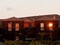 Hora daurada a La Casa del Volcán,  Fuencaliente de la Palma, illa de La Palma (Canàries). (heraldeixample) Tags: heraldeixample bcn lapalma canàries canarias canaryislands palma spain espanya españa spanien arquitectura volcà volcano volcán vulkan volcan fuencaliente casadelvolcan ngc albertdelahoz