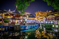 Tea House and Zig Zag Bridge in Yu Yuan, Shanghai (ghostbaum) Tags: shanghai yu yuan garden gardens old city god temple taoist taoism china tea house color lights night life 上海 豫园 旅行 asia