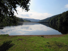Fairholmes - Ladybower Reservoir 2019 (Dave_Johnson) Tags: derwentvalley upperderwentvalley severntrentwater reservoir derwent howden ladybower peakdistrict fairholmes ladybowerreservoir dam derwentreservoir valley dambusters derbyshire aqueduct boat rowing rowingboat bridge thesilentvalley summer derwentestate
