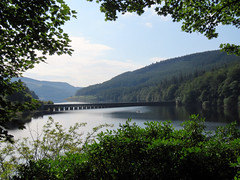 Fairholmes - Ladybower Reservoir 2019 (Dave_Johnson) Tags: derwentvalley upperderwentvalley severntrentwater reservoir derwent howden ladybower peakdistrict fairholmes ladybowerreservoir dam derwentreservoir valley dambusters derbyshire aqueduct bridge rowingboat boat rowing row sail oar thesilentvalley summer derwentestate