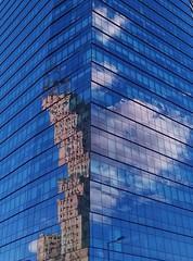 Las partes del todo (carlos_ar2000) Tags: edificio building ventanas windows reflejo reflected reflection distorsion distortion nube cloud angulo angle surreal arquitectura architecture puertomadero buenosaires argentina