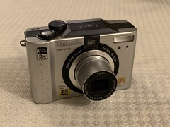 My first digital camera - Lumix DMC-LC20 (2002).  2.0 MP, Leica Vario- Elmarit 35-105mm (35mm equiv) f2.8-4.5. (bxdcnpgb31) Tags: dmclc20 lumixdmclc20 lumix panasonic digitalcamera leicalens varioelmarit