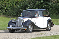 Triumph 2000 (1952) (Roger Wasley) Tags: triumph 2000 rrb929 1952 toddington classic car vehicle gloucestershire